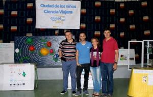 El director del centro D. Eugenio Ruiz y los incombustibles e imaginativos profesores Elena y Jesús, junto con un miembro del equipo de Encuentros